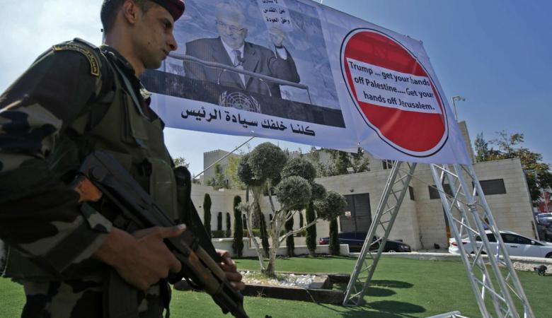 المنظمة لاسرائيل : تدمير السلطة يعني تحمل كافة المسؤولية