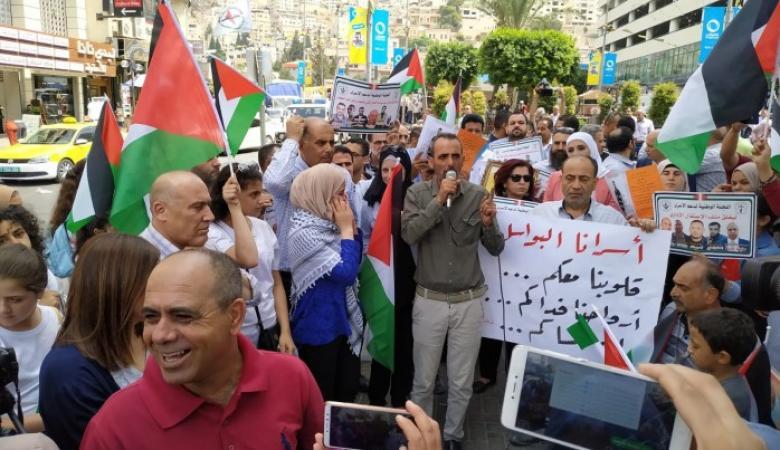 الخليل: وقفة إسنادا للأسرى المرضى في سجون الاحتلال