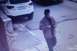 سرق محفظة مسن بعدما قدم له المساعدة في القدس ...فيديو