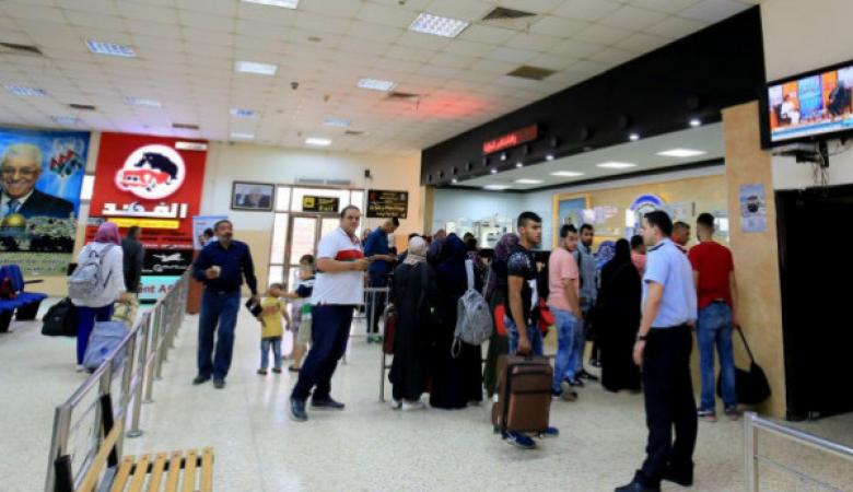 الاحتلال يعتقل شابا من مخيم جنين على معبر الكرامة
