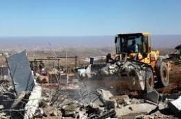 الخليل: الاحتلال يهدم بركسا ويجرف 6 دونمات في بيت أمر