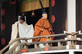 شاهد ...امبراطور اليابان يتنازل عن عرشه
