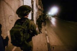 الاحتلال يدنس مسجداً ويعتقل شابين في نابلس