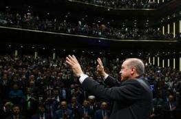 """أردوغان يأمر بسحب ديوان شعر """"يقدّسه"""" من الأسواق"""