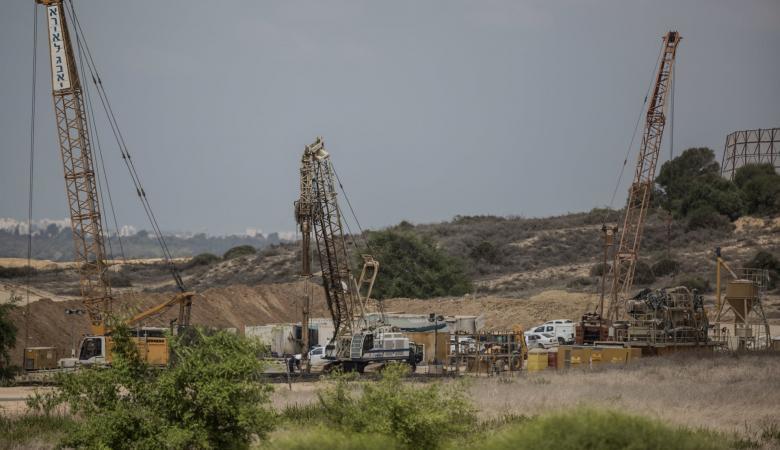 اسرائيل توقف العمل في السياج العائق للأنفاق مع غزة بشكل مفاجئ