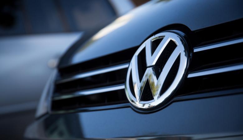 فولكسفاغن تستدعي 385 ألف سيارة بسبب عطل فادح