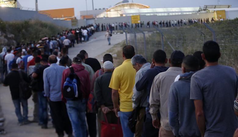 128 ألف عامل يعملون في إسرائيل .. دفعوا 380 مليون دولار مقابل تصاريح