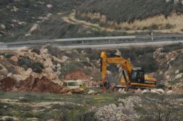 """الاحتلال يجرف أراض وينصب """"كرفانات"""" في نابلس"""