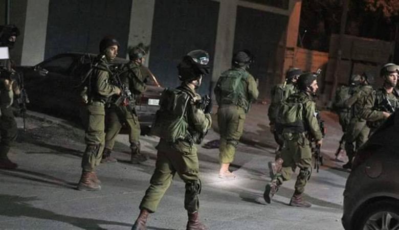 الاحتلال يقتحم حي الطيرة برام الله ويصادر مركبة لأحد المواطنين