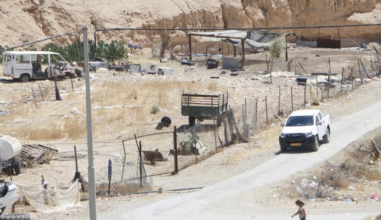 مسؤول اسرائيلي يستولي على أراضٍ فلسطينية بالضفة الغربية