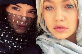 """بالصور : النجمة العالمية :باريس هيلتون """"  ترتدي الحجاب وتزور أشهر مساجد الإمارات"""