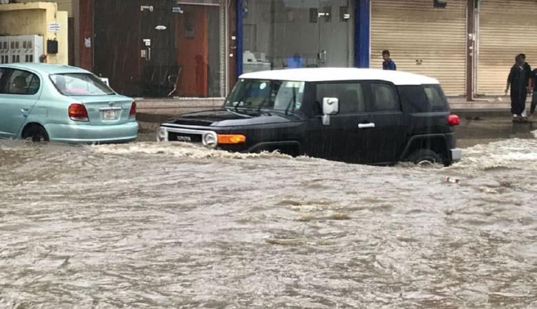 """الأقوى منذ 20 عاما.. سيول وأمطار غزيرة تجتاح السعودية """"فيديو """""""