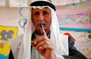 مسنون  فلسطينيون يشاركون في الانتخابات المحلية