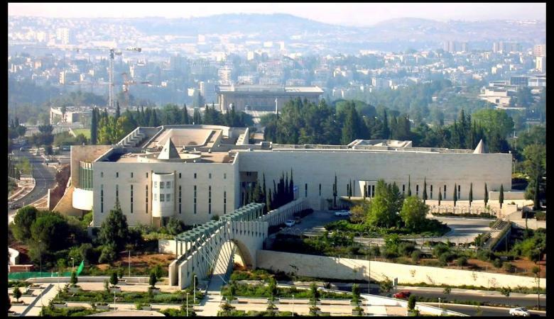 إسرائيلي يدعي أنه نبي ويطلب الاستماع إلى رسائل وصلته من الله!!