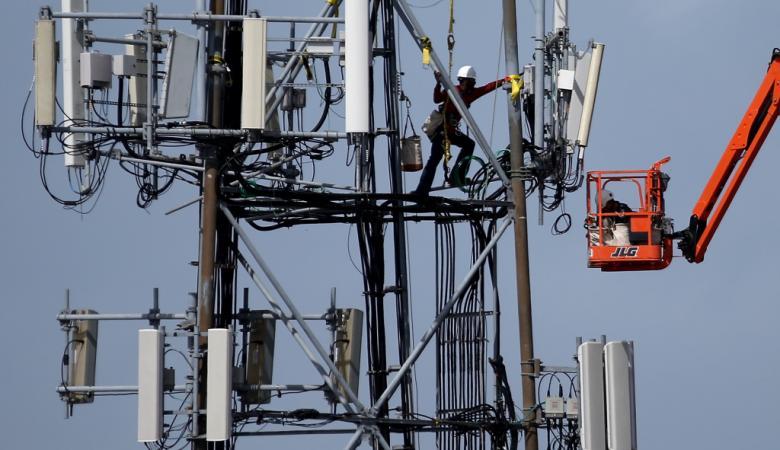 وزارة الاتصالات تطمئن المواطنين بشأن ابراج الارسال