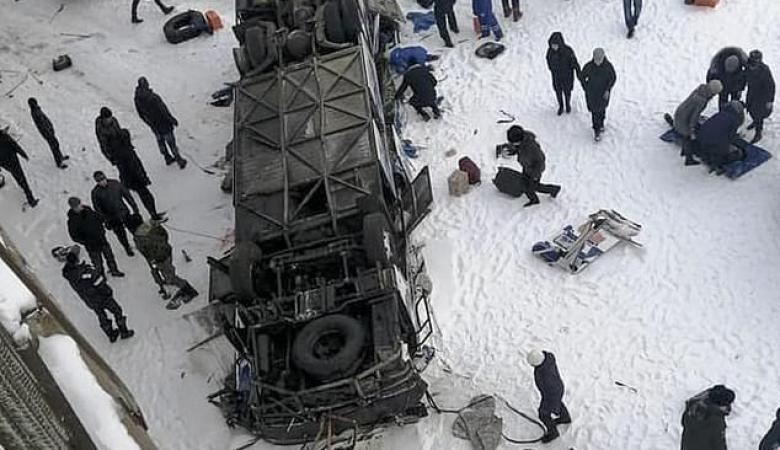 33  شخصاً بين قتيل وجريح في سقوط حافلة قرب سيبيريا