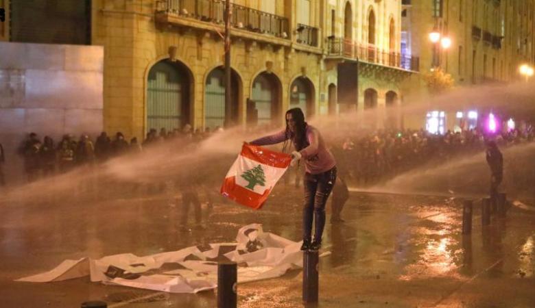 15 إصابة في شجار خلال مظاهرات لبنان