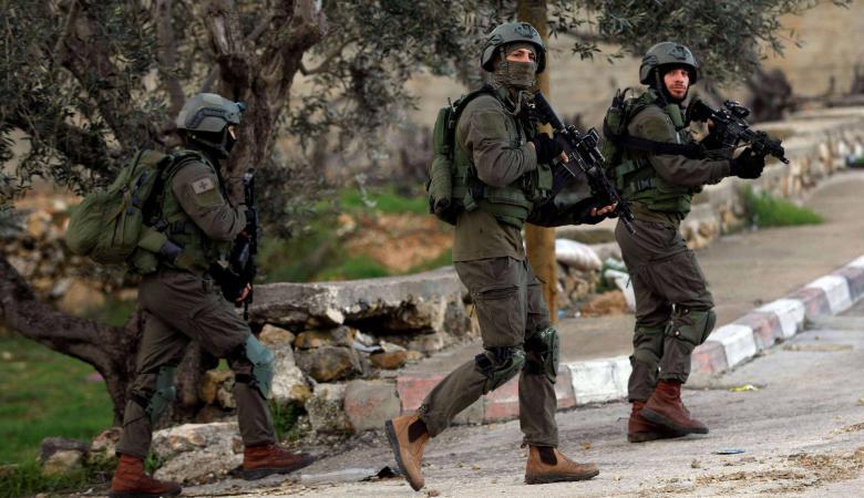 """الاحتلال يطلب من جنوده بالضفة التجّول بـ""""بنادق مُلقّمة"""""""