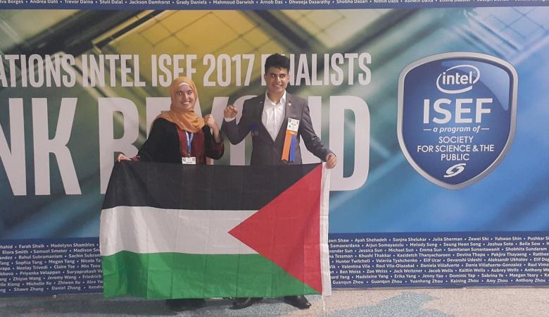 من بين 100 دولة متنافسة.. طالبة وطالب فلسطينيان يربحان جائزتين عالميتين