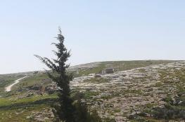 الاحتلال يخطر بهدم تسعة مساكن شرق يطا