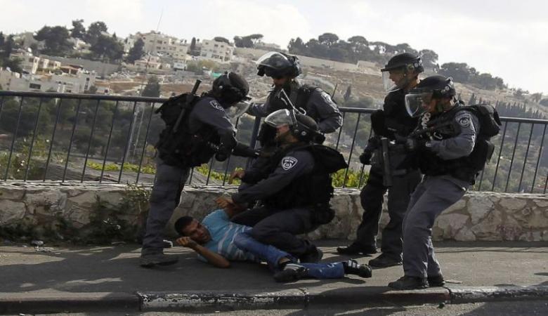 قوات الاحتلال تقتحم مخيم شعفاط وتعتقل شابا