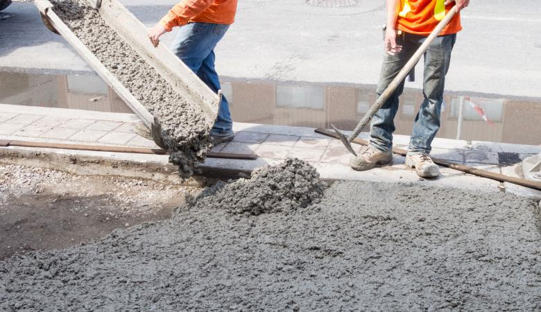 محافظ جنين يصدر تعميما بمنع مصانع الباطون وآليات البناء من العمل