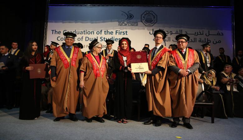 """جامعة القدس والحكومة الألمانية تحتفلان بتخريج الفوج الأول من طلبة """"الدراسات الثنائية"""""""