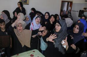 جانب  من تشييع جثامين الشهيدين اللذين ارتقيا برصاص الاحتلال يوم امس في غزة