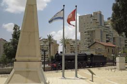 اسرائيل تزيل العلم التركي من ساحة اتاتورك وسط بئر السبع