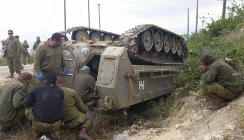 إصابة جندي إسرائيلي بانقلاب ناقلة جند