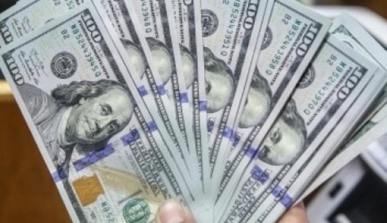 الدولار يتجه صوب أكبر انخفاض شهري في 10 سنوات