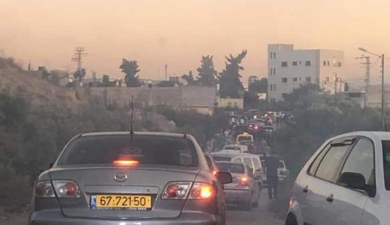 الاحتلال يغلق البوابات ويلاحق الشبان الفلسطينيين