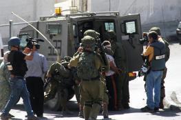 الاحتلال يعتقل 5 مواطنين من الضفة غالبيتهم أسرى محررون