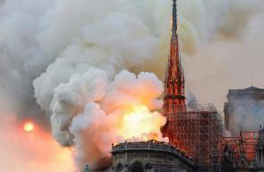انهيار البرج التاريخي في كاتدرائية نوتدرام الفرنسية التي ترجع للعصور الوسطى