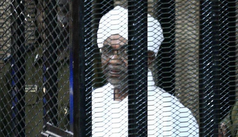 """نقل الرئيس السوداني السابق   """"البشير """" الى المستشفى"""