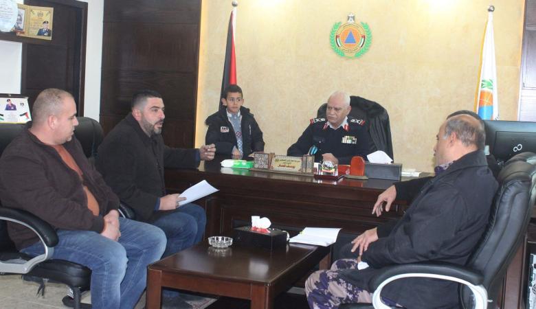 الدفاع المدني يبحث مع  موزعي الغاز برام الله آلية استبدال الاسطوانات القديمة