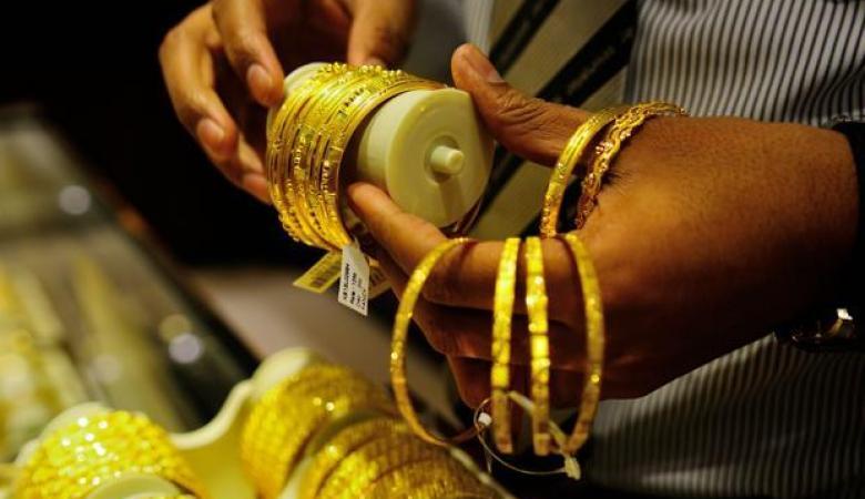 الذهب يتراجع إلى أدنى مستوى في 10 أشهر