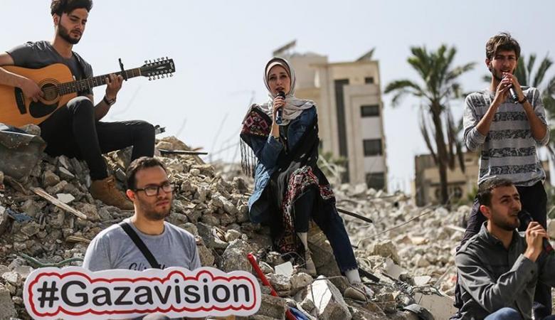 إعلان نتائج مسابقة غنائية من على أنقاض مقر الأناضول بغزة