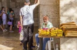 بلدية الاحتلال تمنع المقدسيين من بيع الكعك عند باب يافا بحجة عيد الفصح