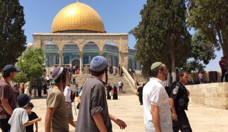 عشرات المستوطنين يقتحمون المسجد الاقصى
