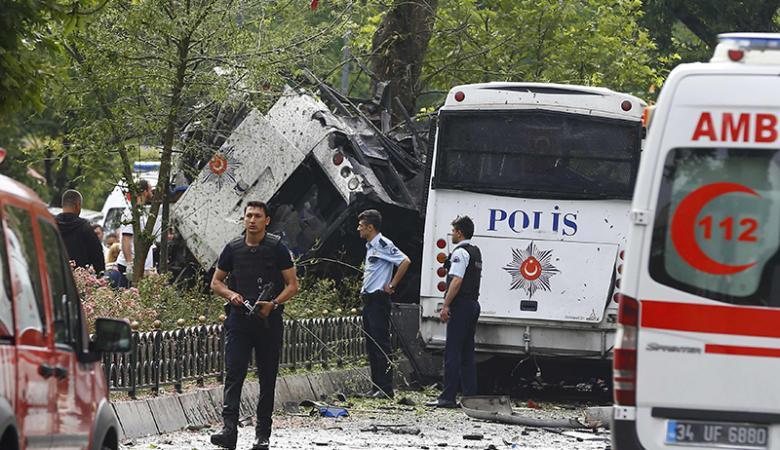 """انفجار يستهدف حافلة  للشرطة التركية في مقاطعة """"اضنة """""""