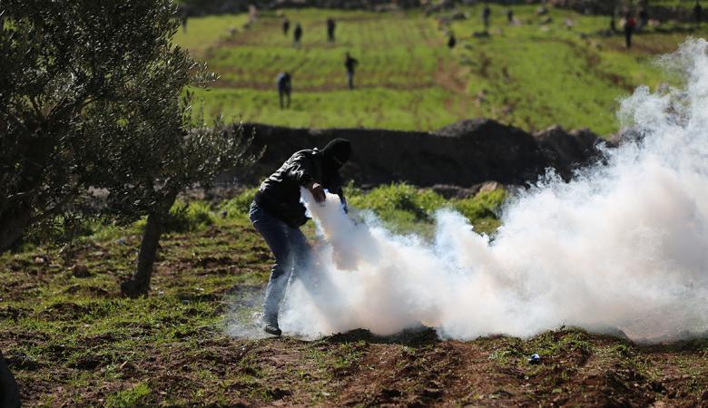 30 اصابة بينها خطيرة في هجوم للمستوطنين على بلدة المغير برام الله