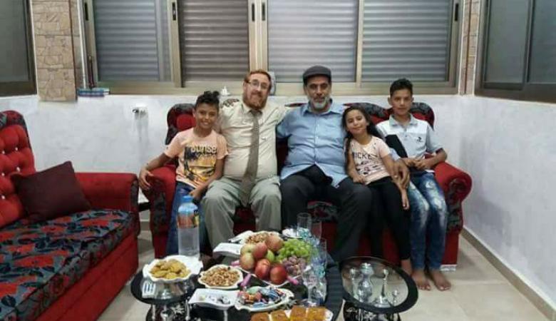 عائلة جابر في الخليل تتبرأ من ابنها محمد جابر لإستقباله المتطرف يهودا غليك