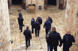 قائد عسكري اسرائيلي برفقة الشاباك يقتحمون باب الرحمة