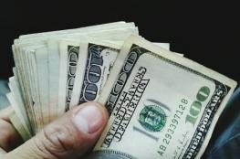 الدولار يهوي من أعلى مستوى له في عامين