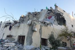 قوات الاحتلال تهدم عددا من المنازل في بيت كاحل بالخليل