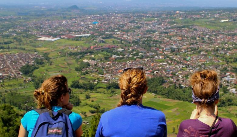 وزارة التربية تعلن عن توفر منح دراسية في اندونيسيا