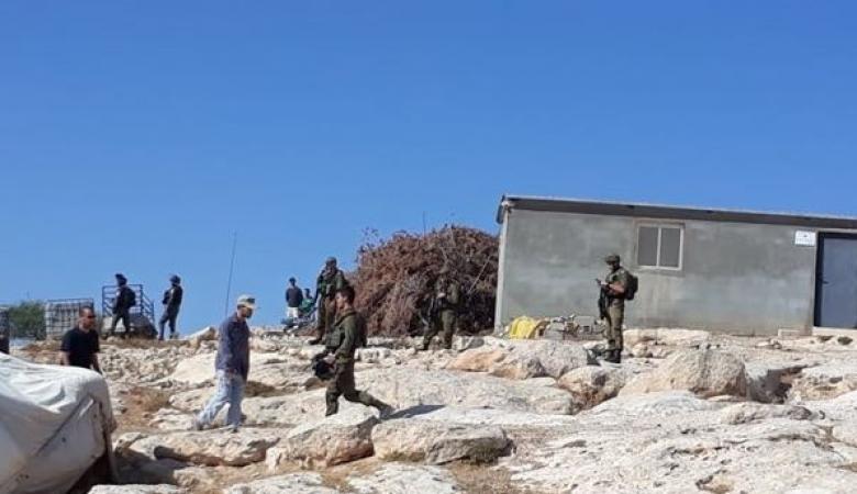 قوات الاحتلال تهدم غرف وخيام سكنية بالخليل