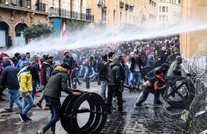 مواجهات عنيفة بين المتظاهرين وقوات الأمن أمام مجلس النواب وسط بيروت