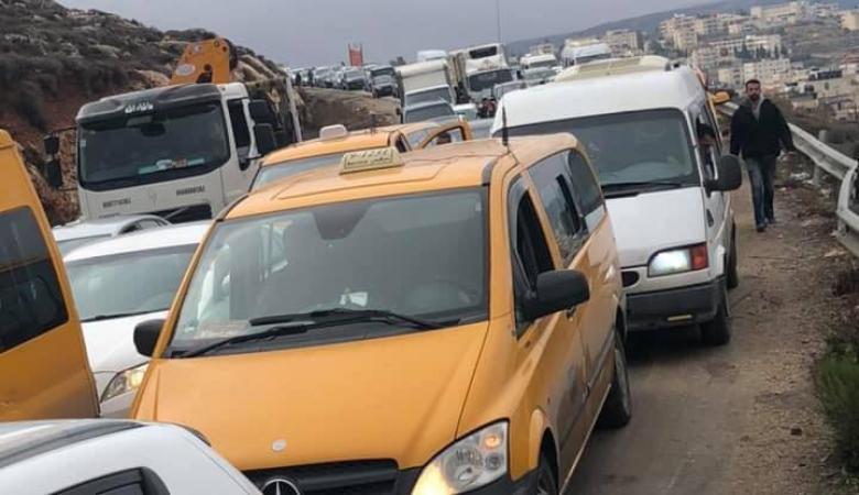 الاحتلال يحتجز مئات المركبات شمال غرب القدس